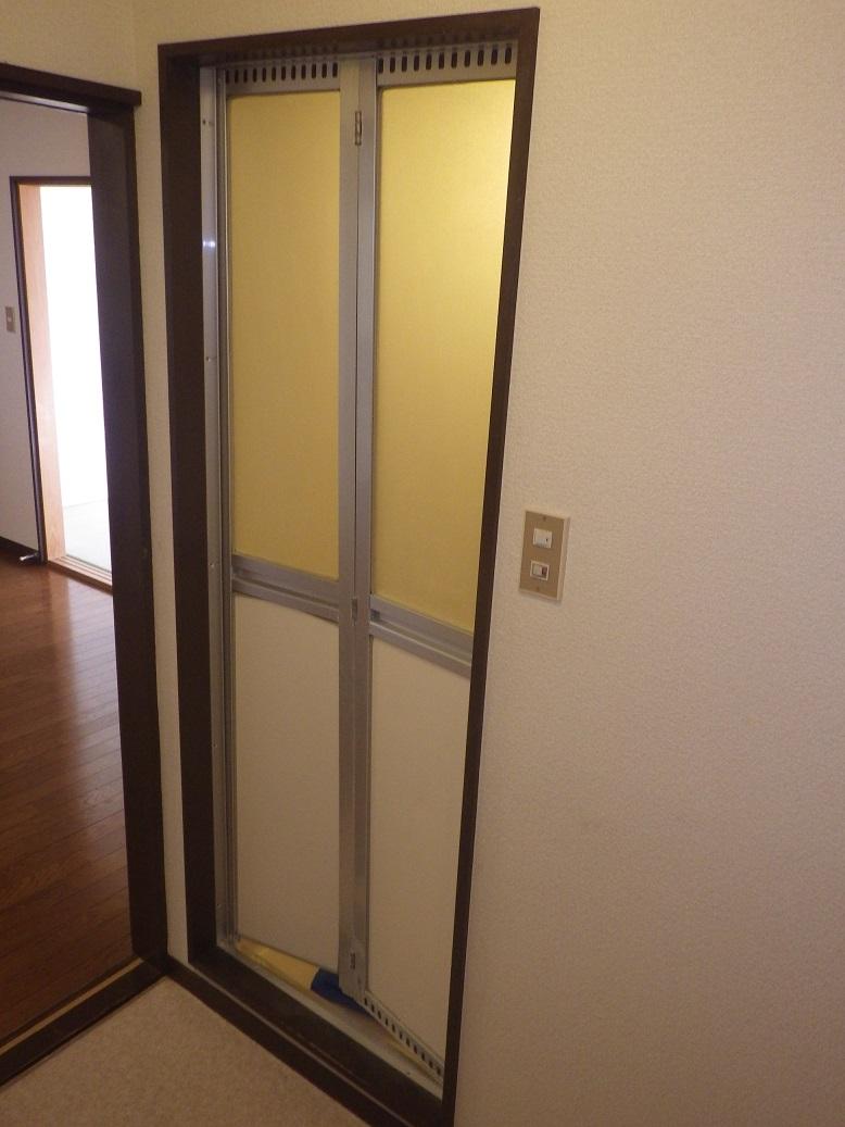浴室ドア・折れ戸 | 鍵・電気錠・オートロック・窓ドアの事なら県北 ...